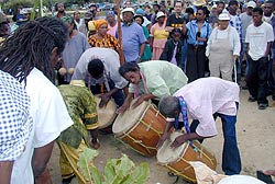 Buyei Works at its peak Drumming